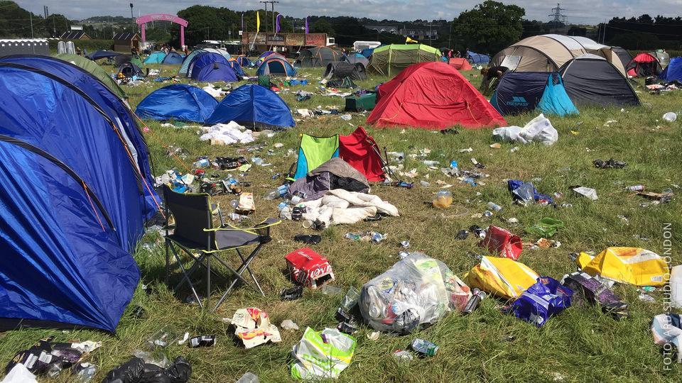 Müll und Zelte