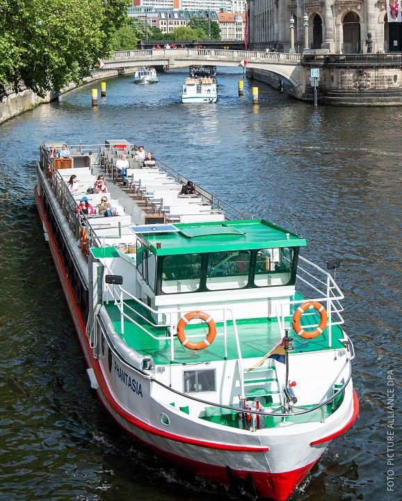 Ausflugsschiff in Berlin