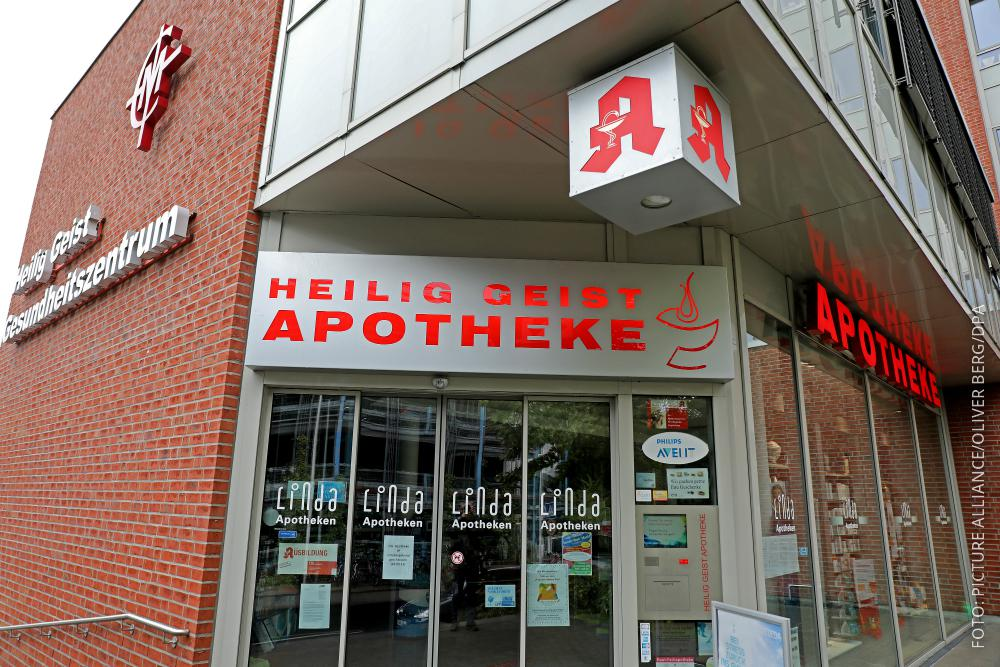 Die Heilig-Geist-Apotheke in Köln Longerich von außen.
