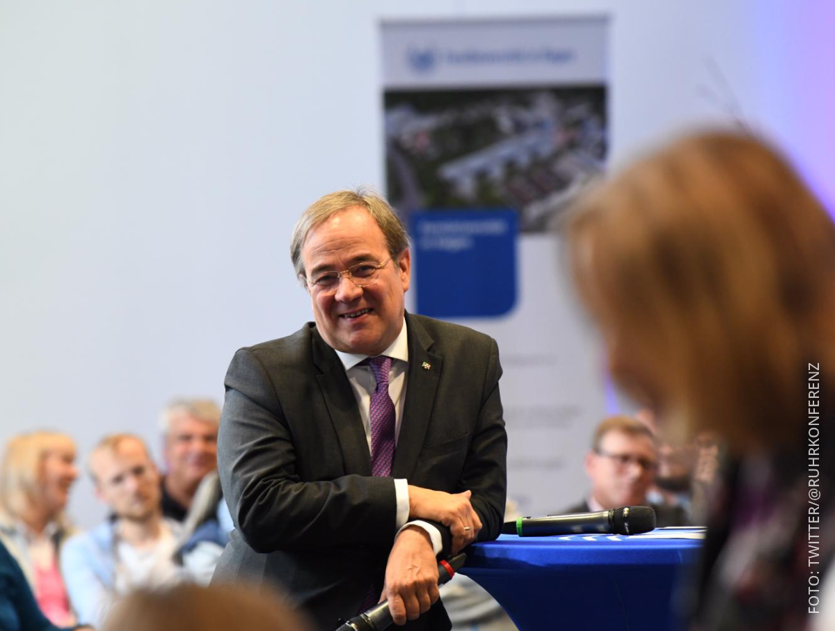 NRW-Ministerpräsident Laschet diskutiert in Hagen