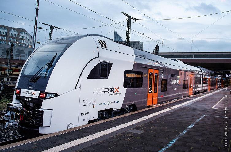 RRX-Zug im Bahnhof