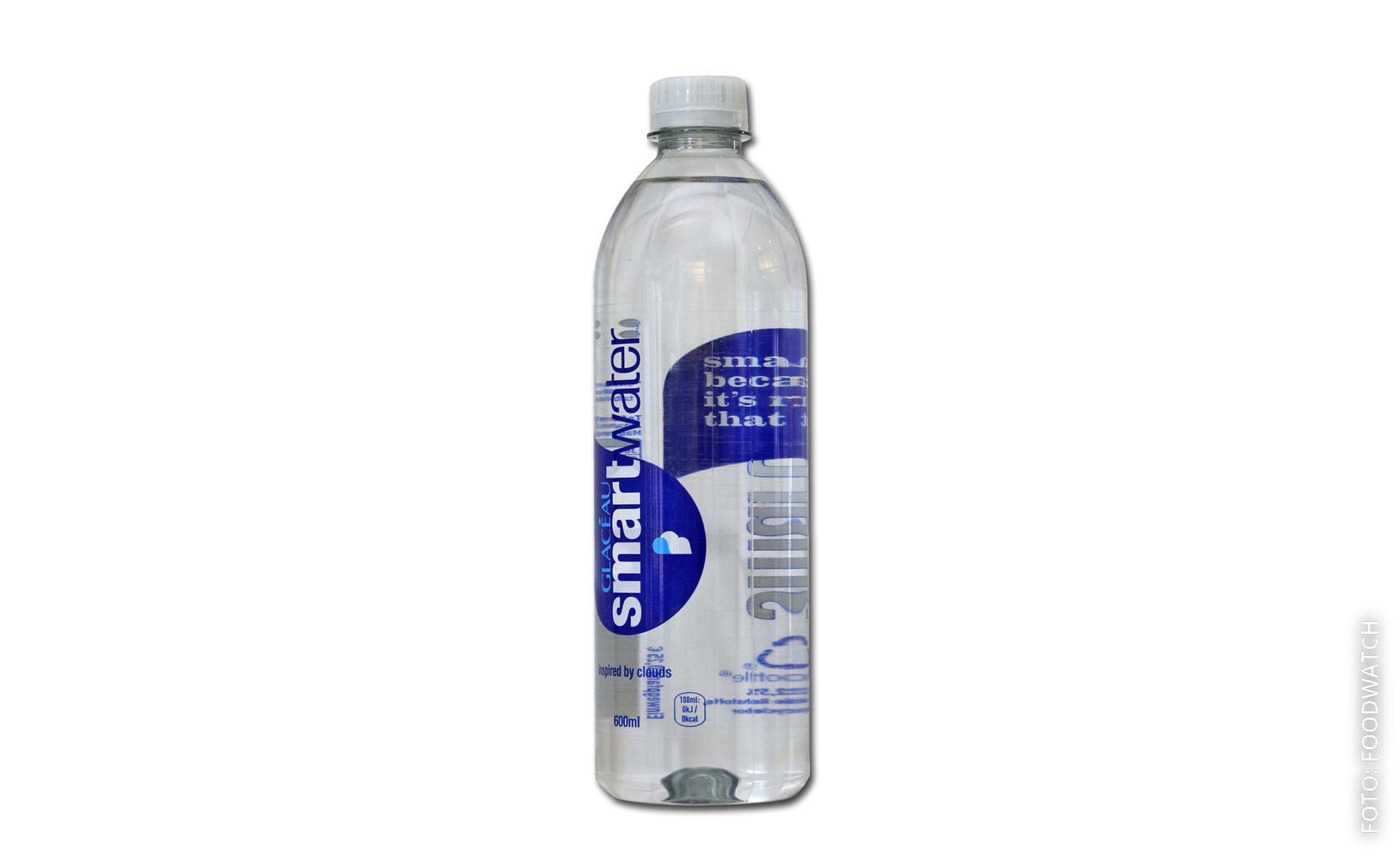 Eine Flasche Glaceau Smartwater