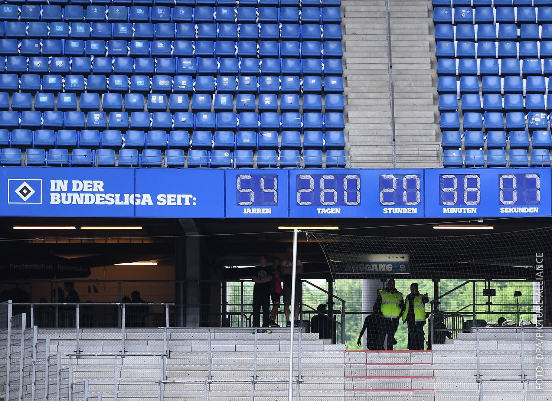 Die Anzeigetafel im Stadion zeigt den Zeitraum an, den der HSV in der 1. Fußball-Bundesliga spielt.