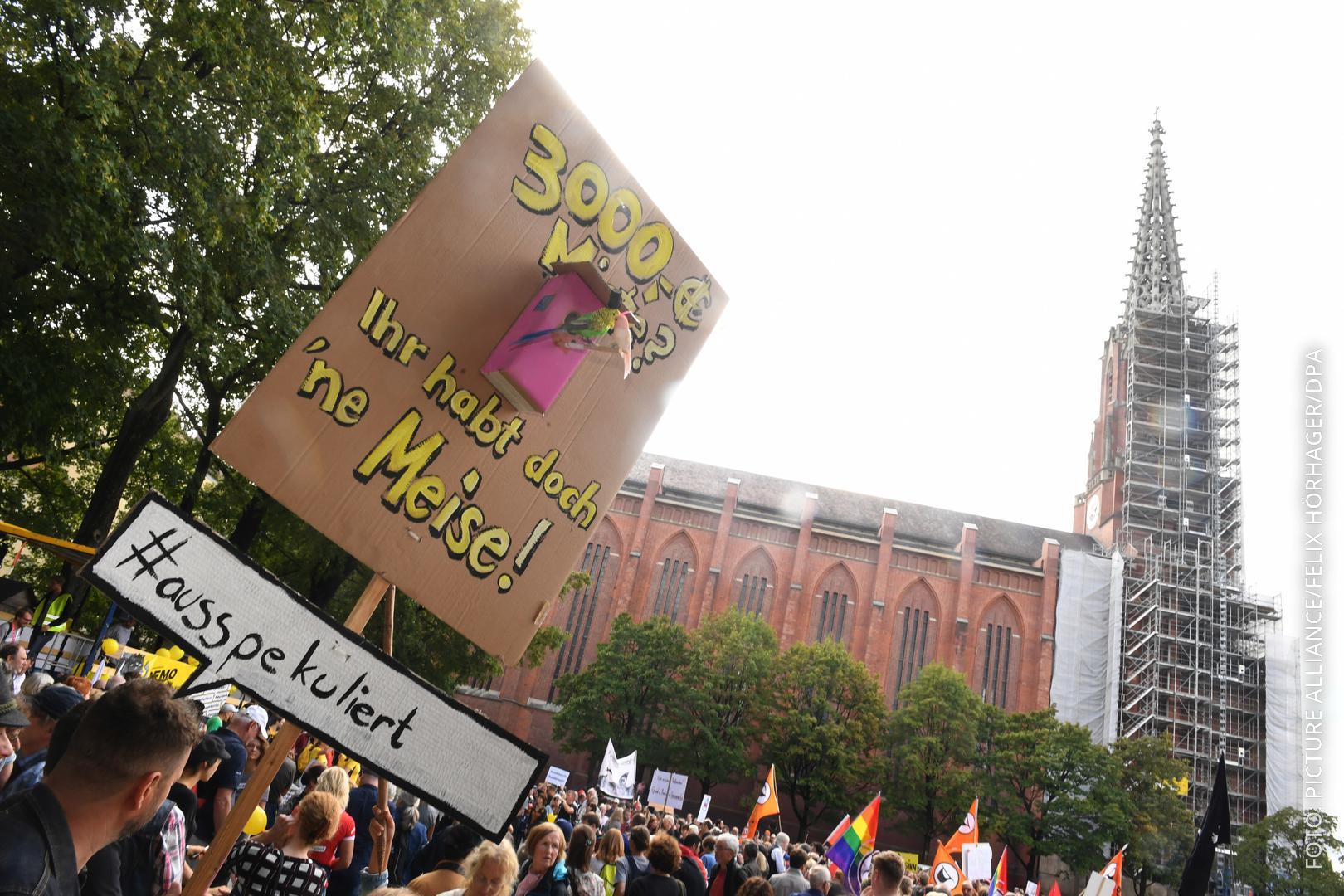 Plakat bei der #ausspekuliert-Demo
