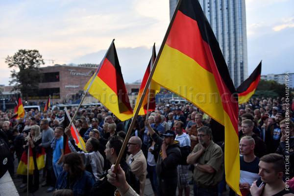 Teilnehmer einer rechtspopulistischen Demo