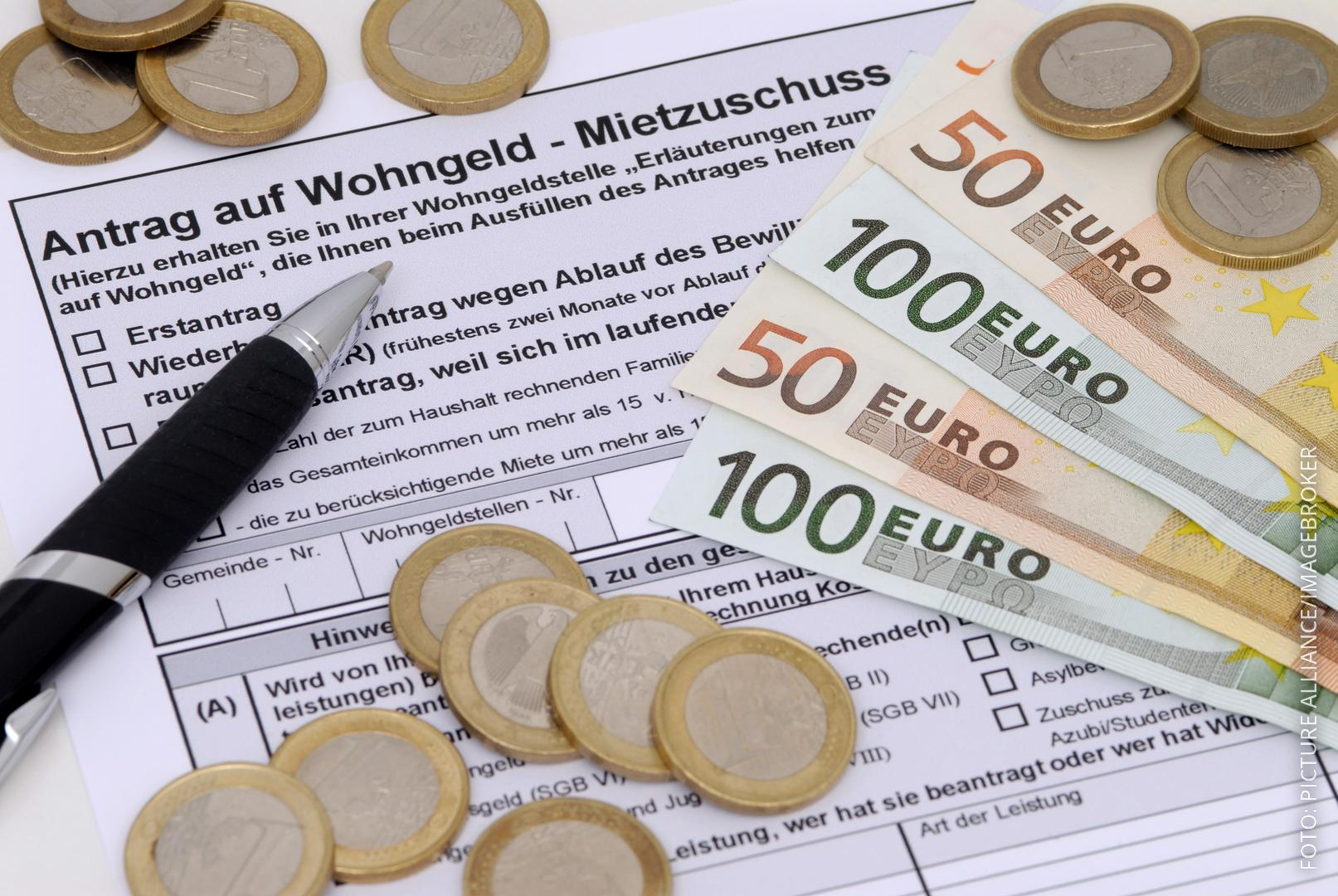 Wohngeld-Antrag und Geldscheine