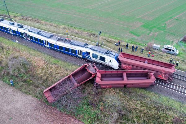 Unfall des Zuges der Linie RE7 mit einem Güterzug