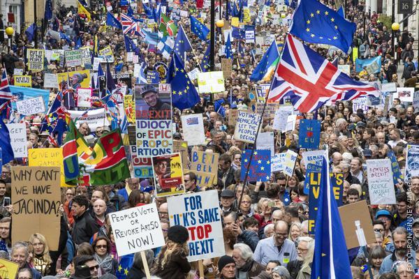 Briten demonstrieren gegen Brexit