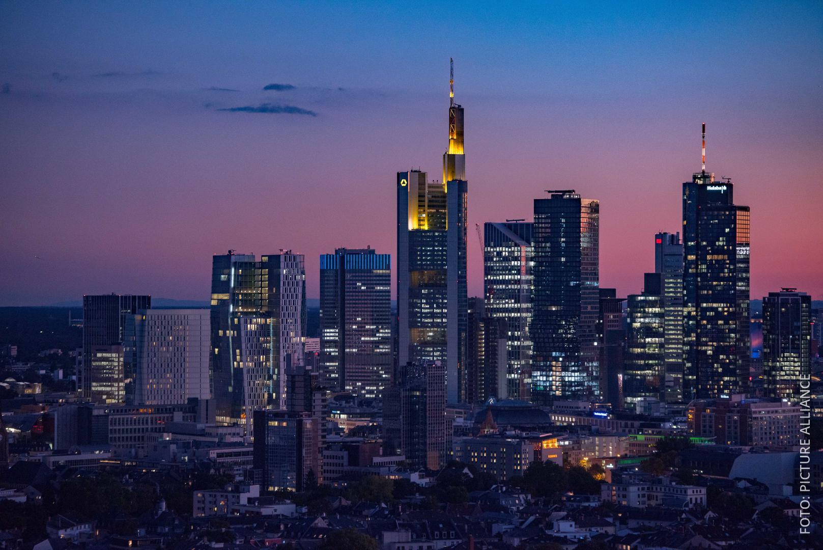 Skyline von Frankfurt: viele Hochhäuser