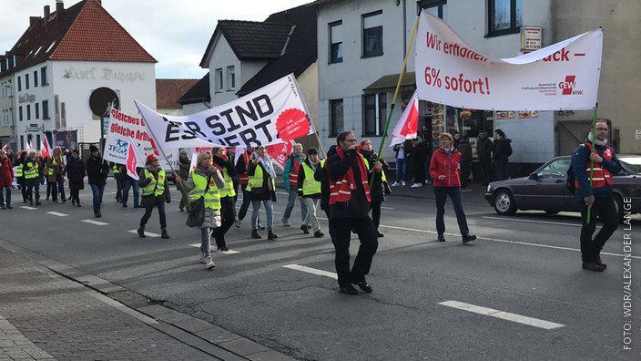 Lehrer bei einer Demo in Bielefeld