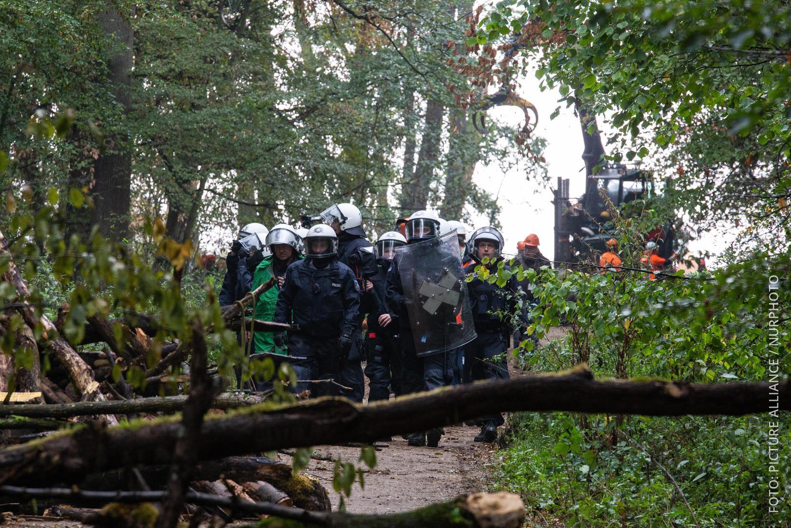 Polizei räumt Hambacher Forst