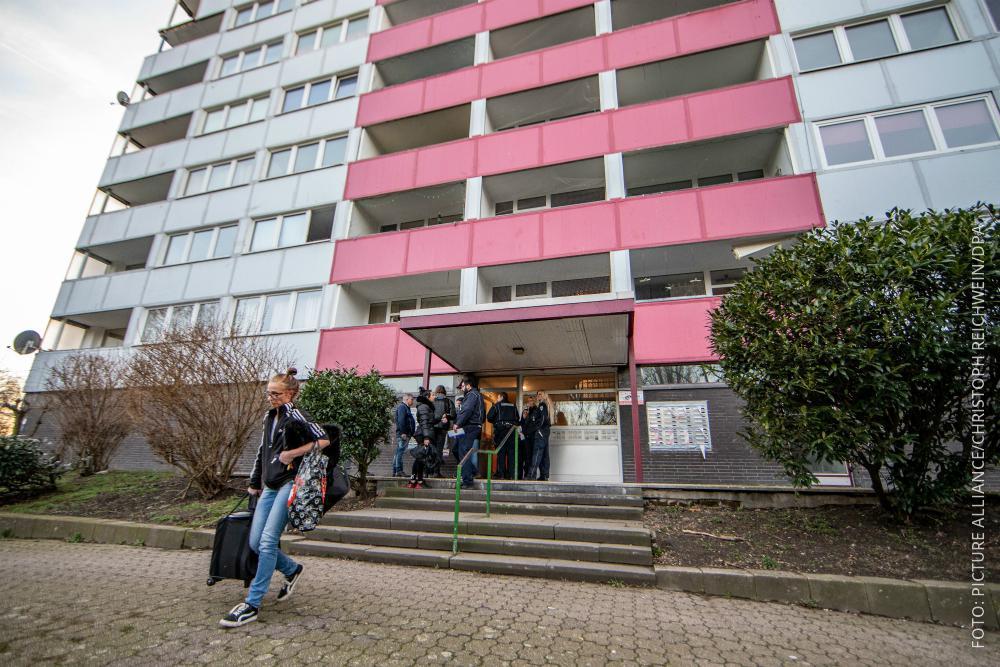Duisburger verlassen ihre Häuser