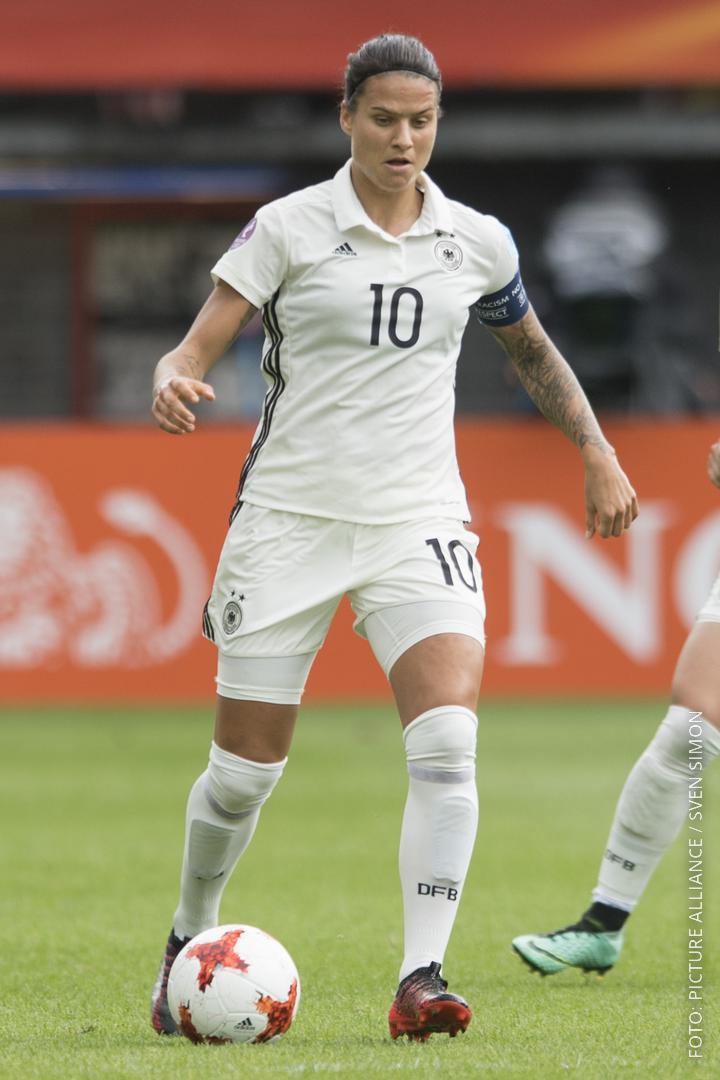 Nationalspielerin Dzenifer Marozan