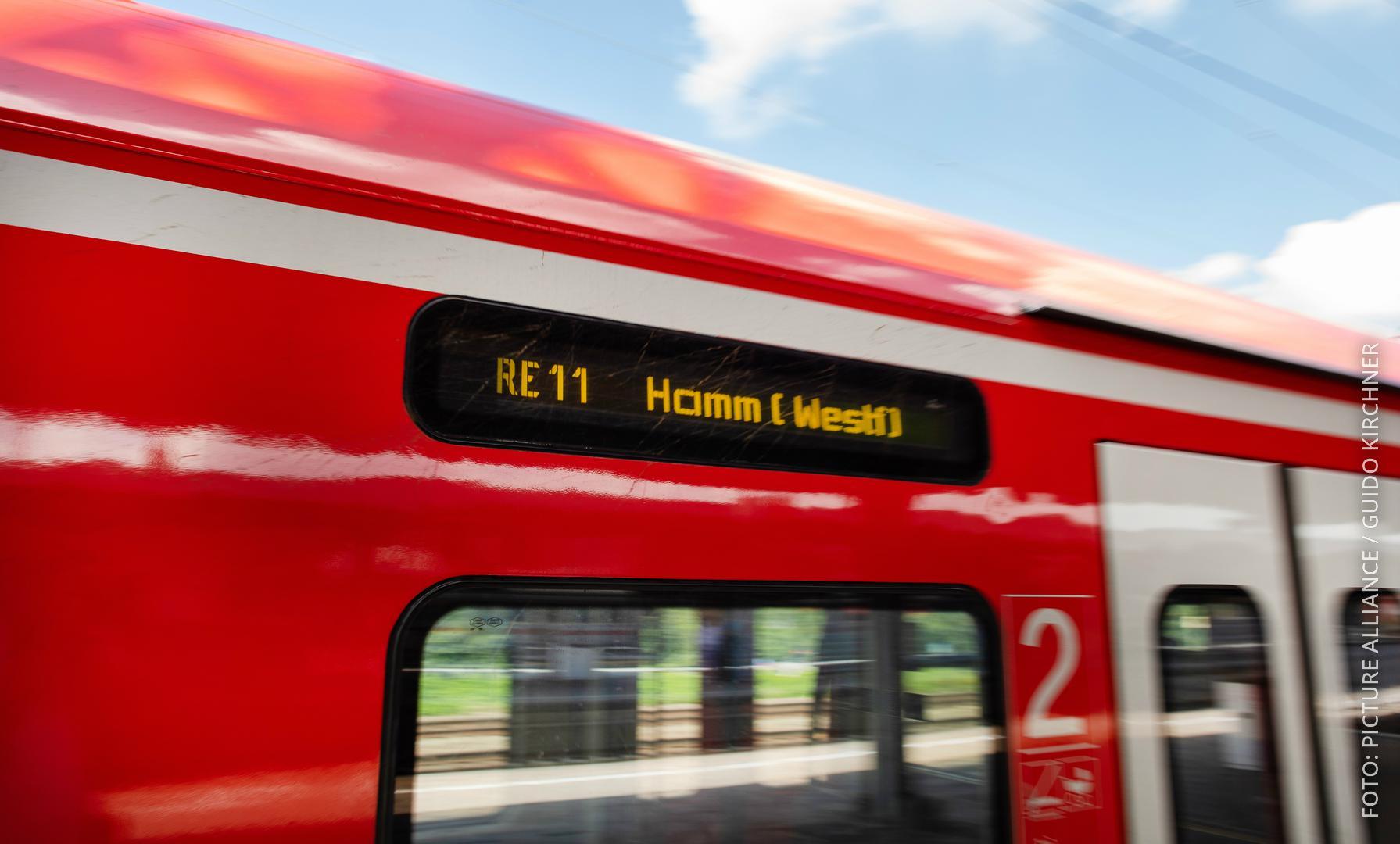 Der RE11 mit Fahrtziel Hamm (Westfalen)