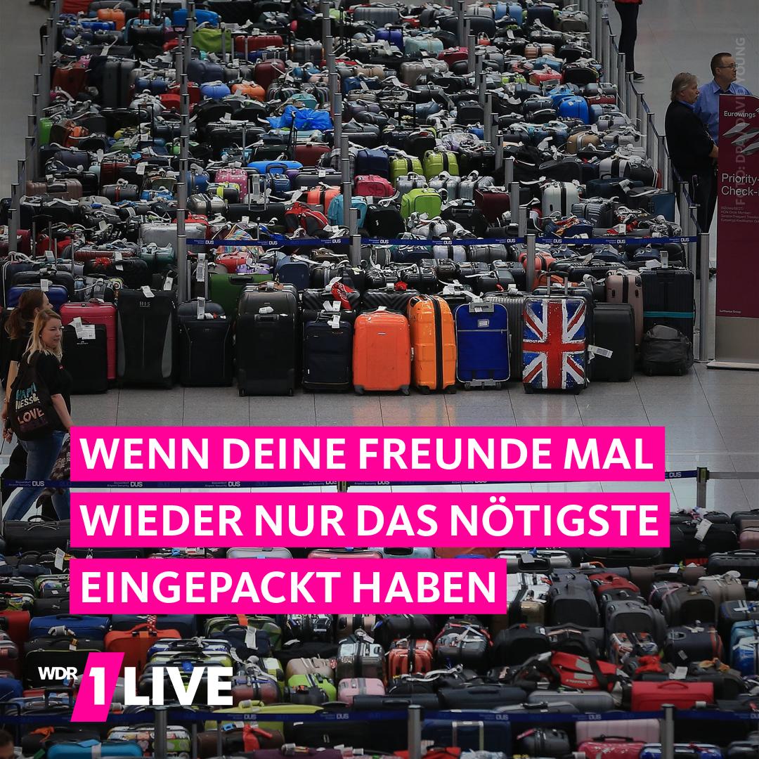 Koffer stapeln sich in Abflughalle in Düsseldorf