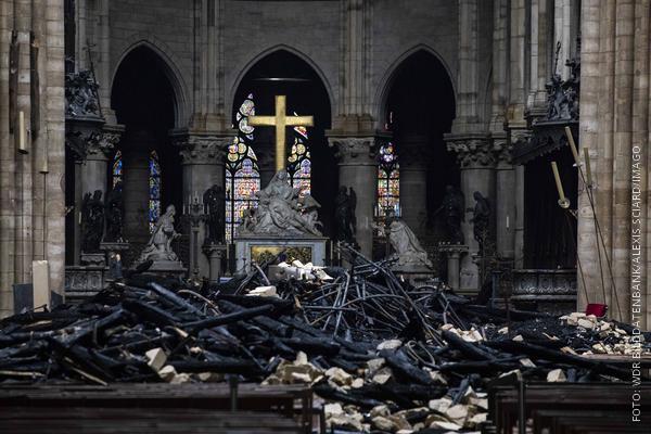 Innenansicht der zerstörten Kirche