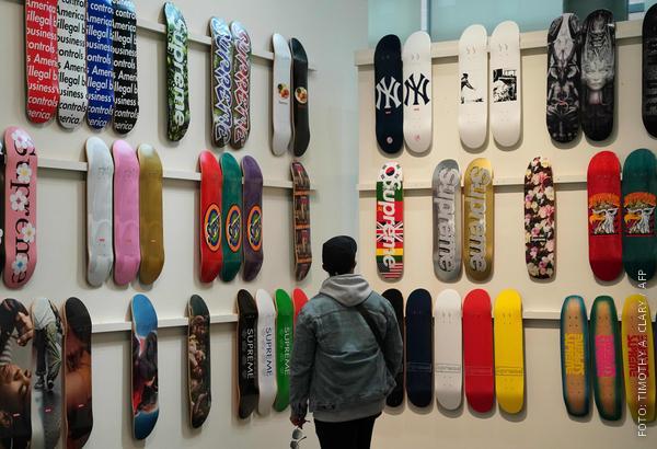 Skateboards an der Wand