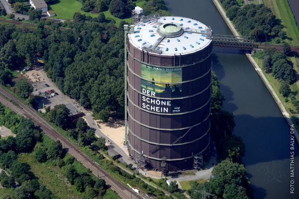 Gasometer in Oberhausen von oben fotografiert