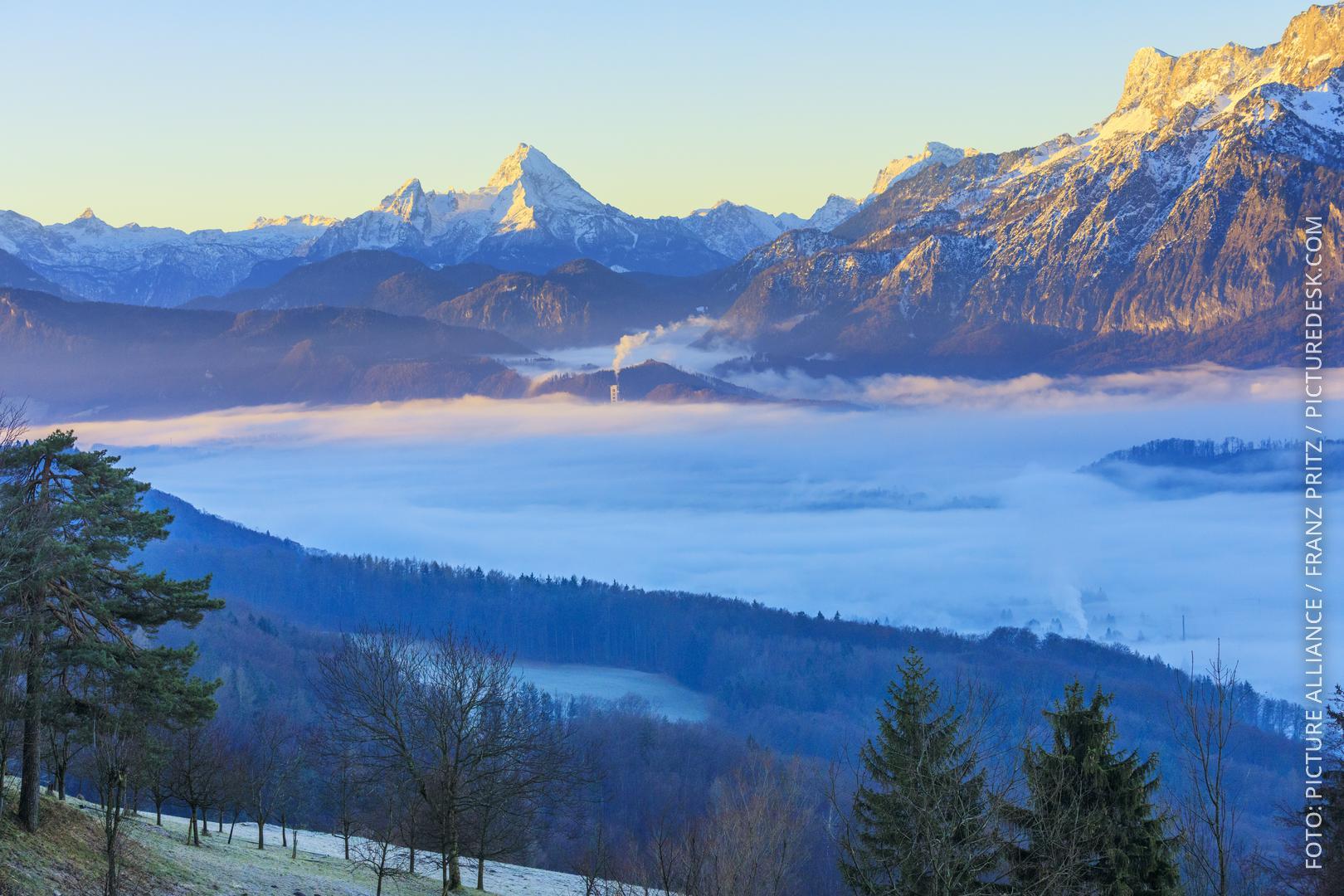 Blick bei Sonnenaufgang vom Gaisberg über der Stadt Salzburg