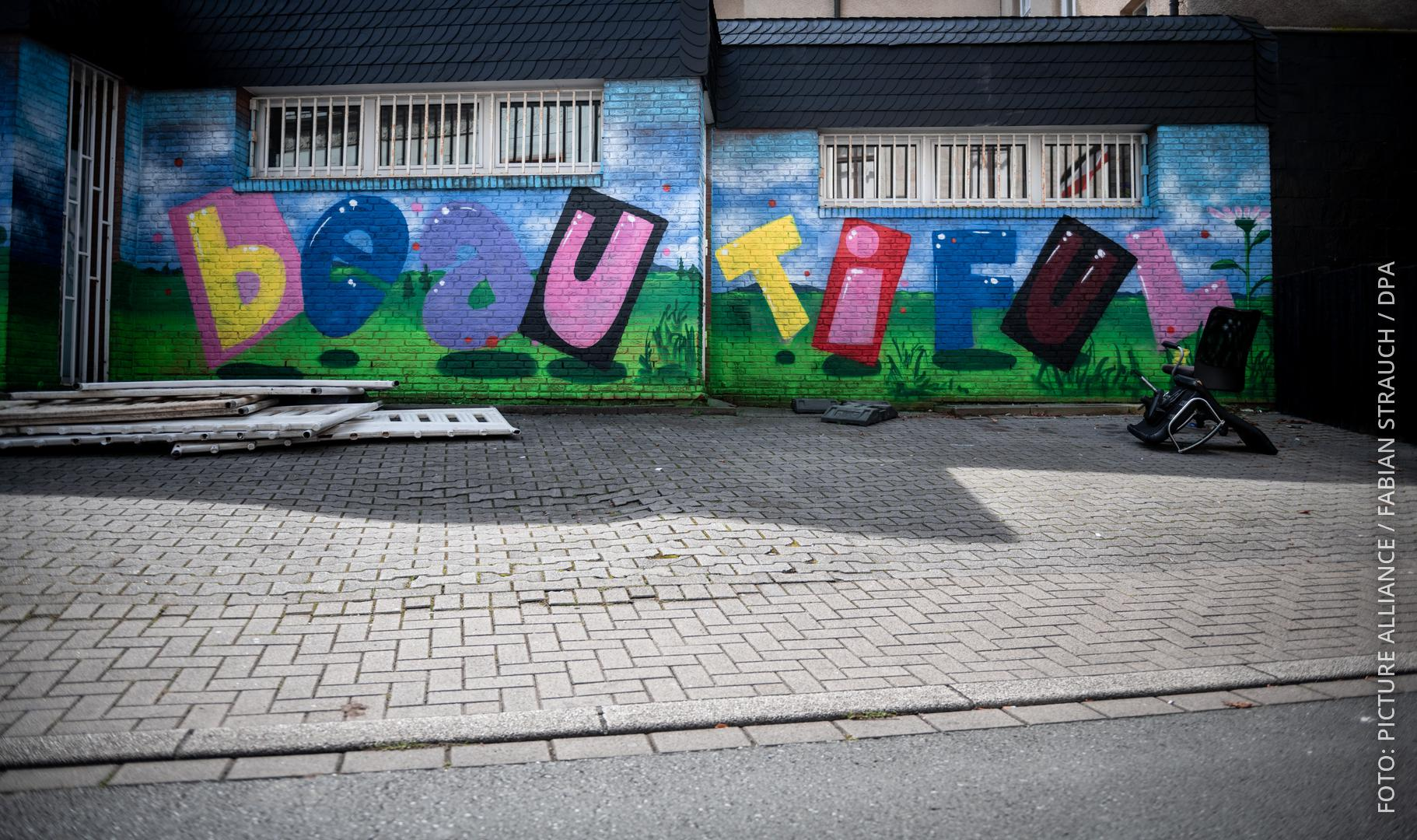 "Graffiti an der Emscher Straße in Dortmund-Dorstfeld. Da steht: ""Our colors are beautiful""."