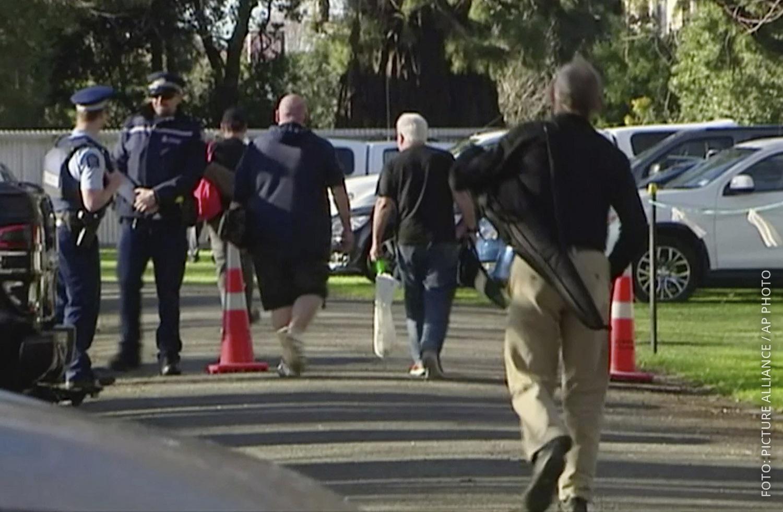 Waffenbesitzer in Christchurch geben Gewehr ab