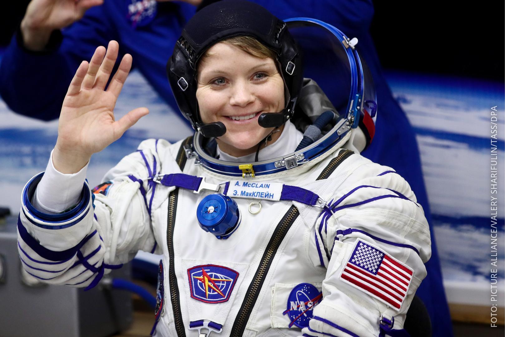 Astronautin Anne McClain bei ihrer Abreise zur ISS
