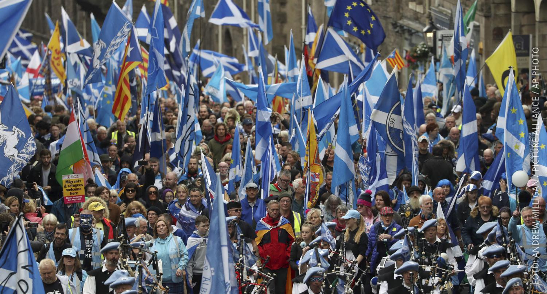 Schotten demonstrieren am 05.10. für die Unabhängigkeit von Großbritannien.