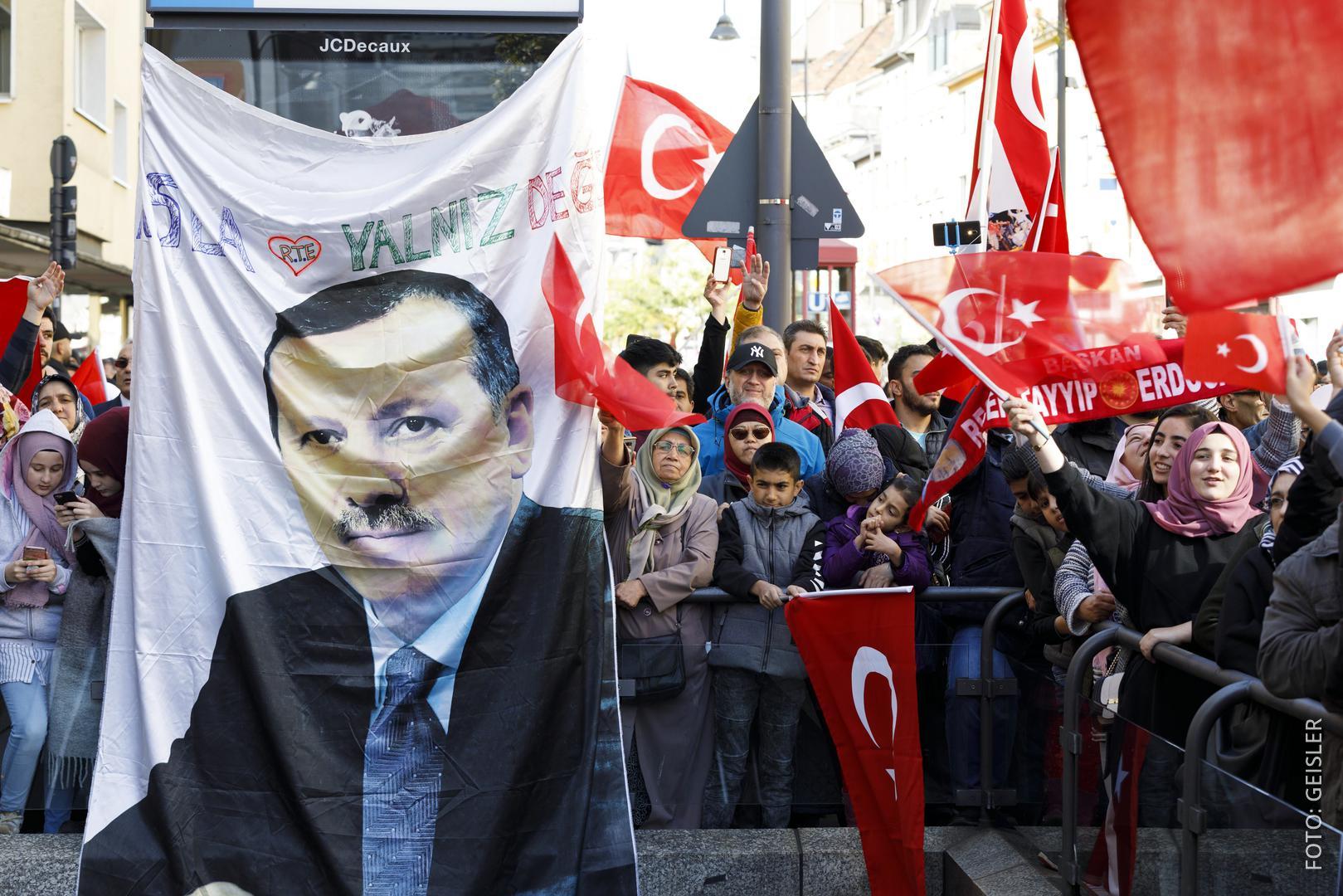 Erdogan-Anhänger demonstrieren in Köln