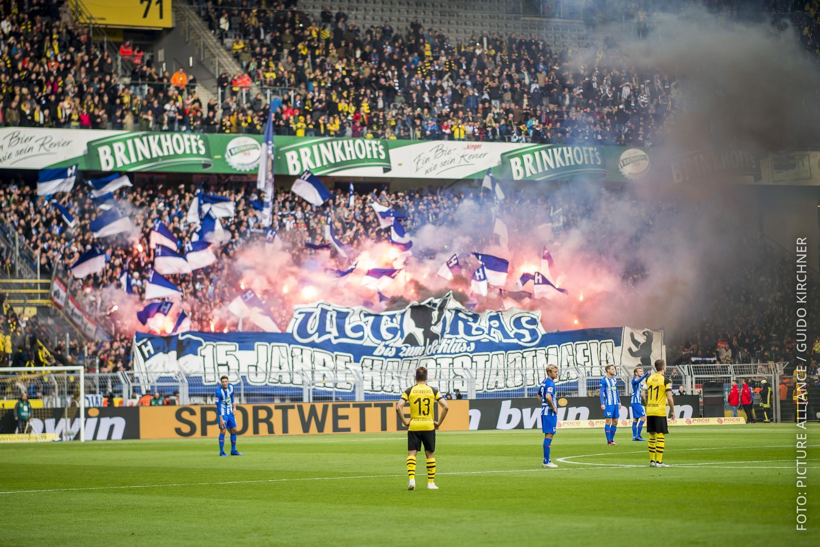 Pyrotechnik im Dortmunder Stadion