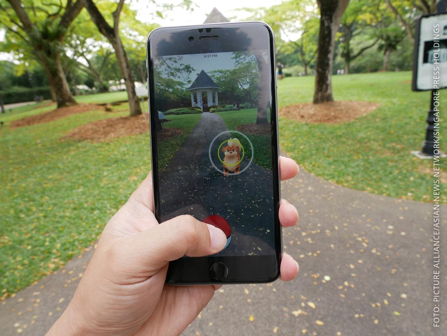 Smartphone mit Pokemon Go-App