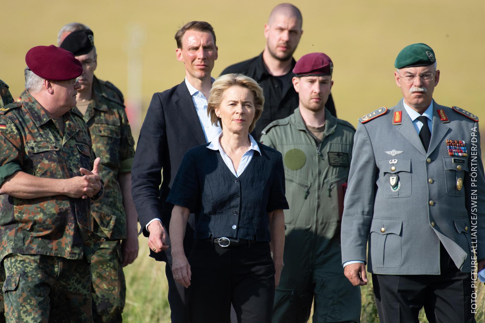Von der Leyen mit Bundeswehrsoldaten