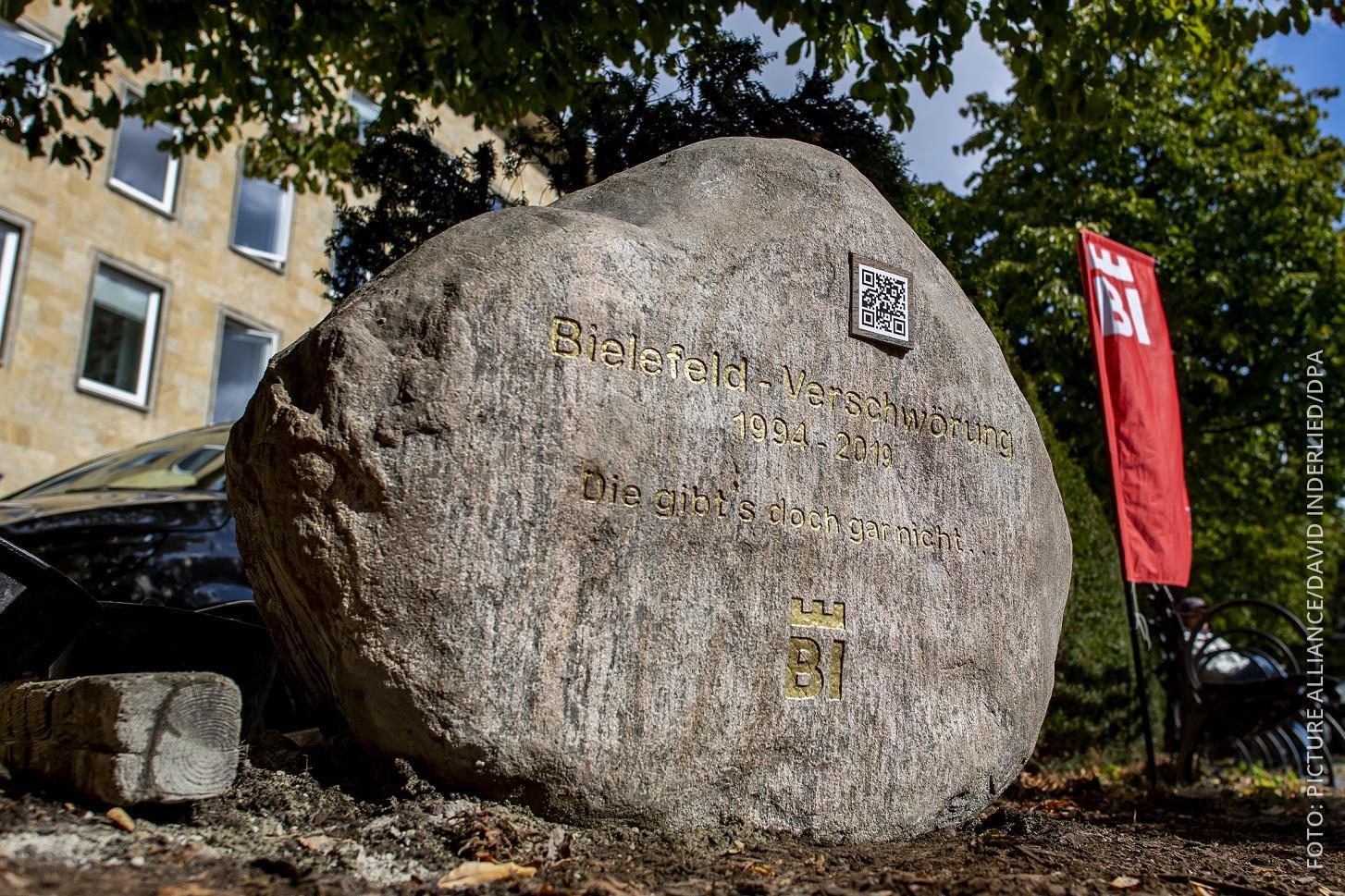 Bild von Gedenkstein zum Ende der Bielefeld-Verschwörung.