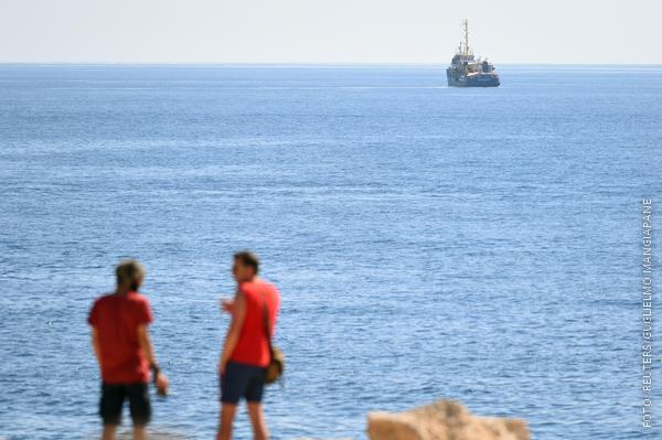 Die Sea-Watch 3 vor der Küste von Lampedusa