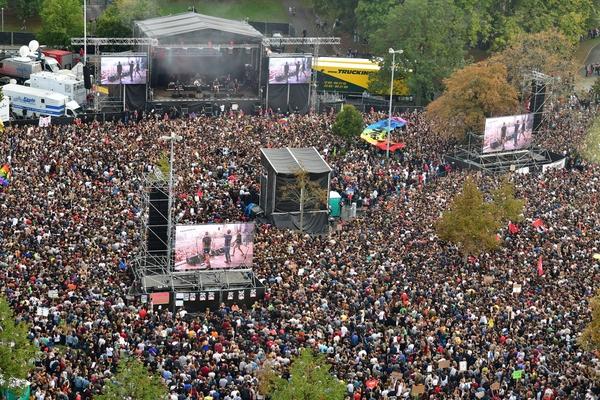 Konzertbühne mit 65000 Zuschauern