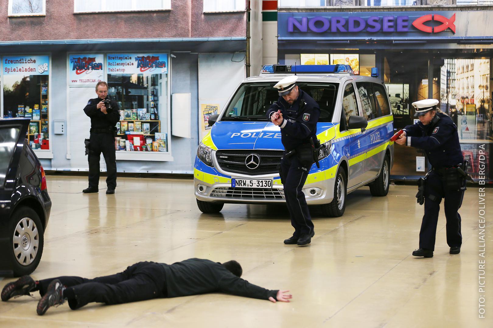 Trainingsstätte der Polizei in Bochumer Baumarkt, Polizei übt Ernstfall