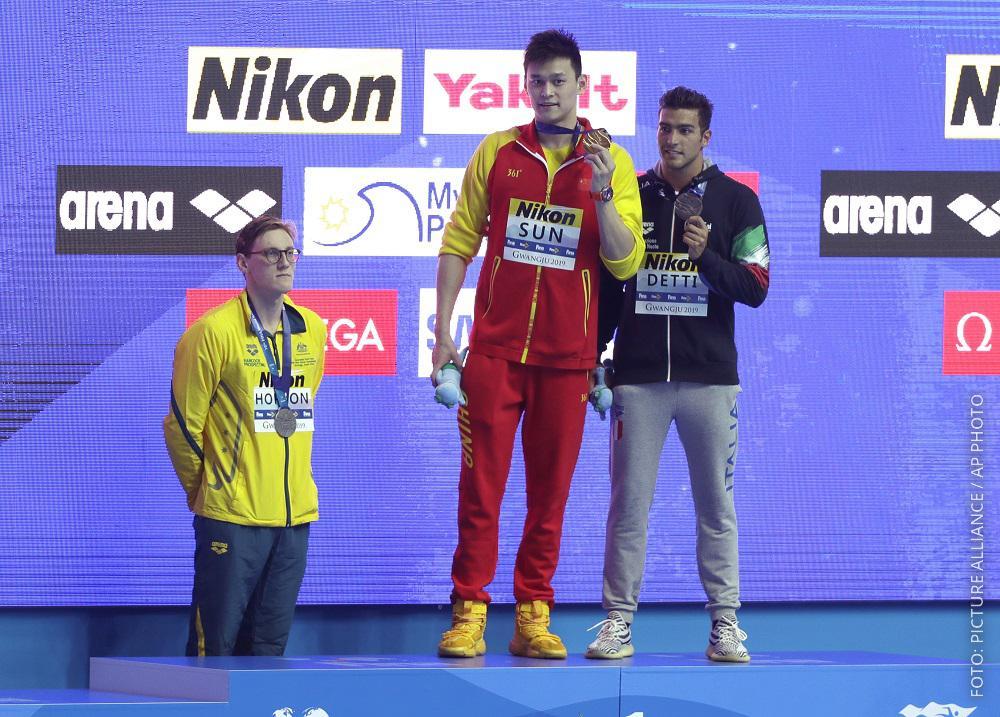 Australischer Schwimmer weigert sich, aufs Siegerpodest zu steigen.