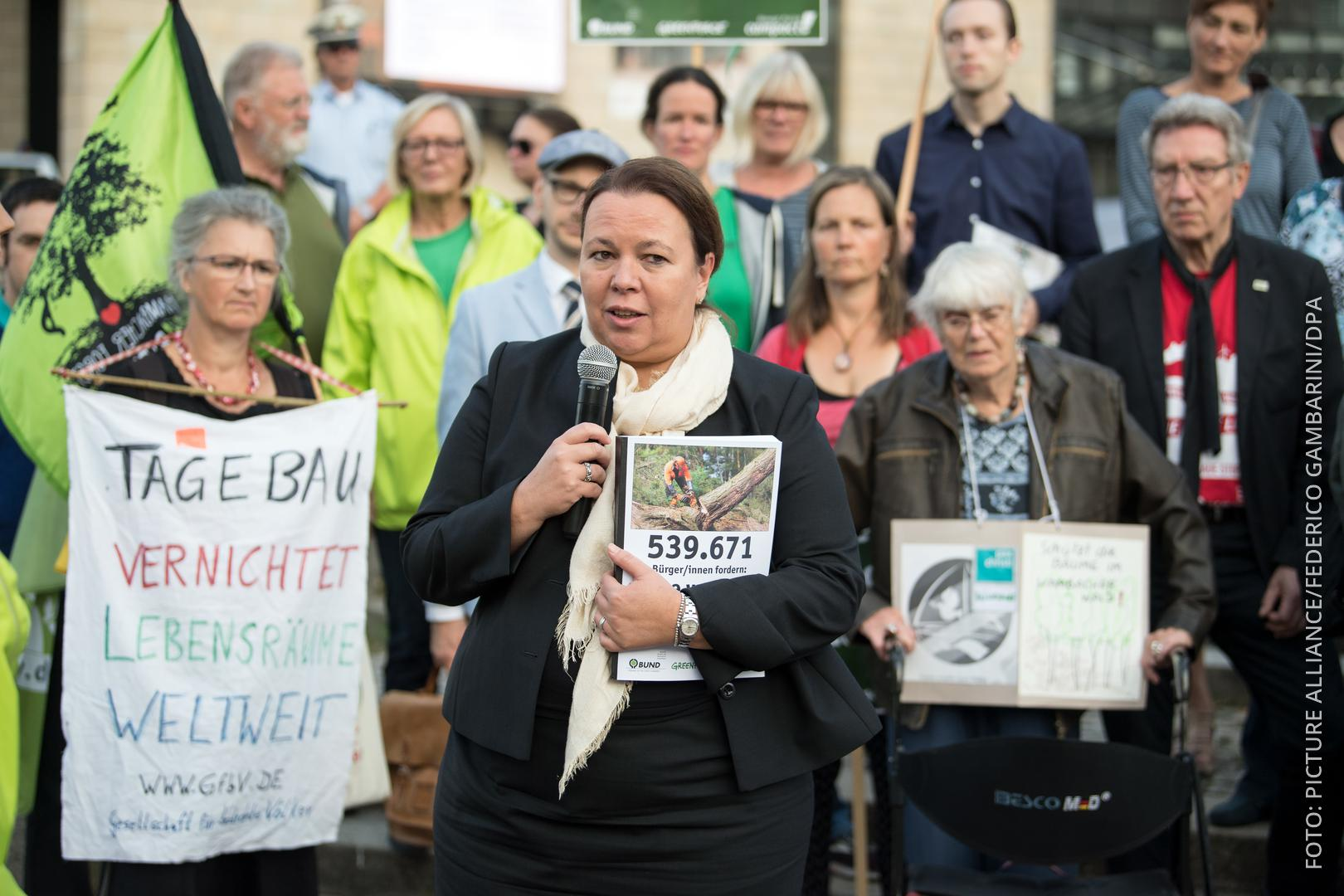 NRW-Umweltministerin nimmt Unterschriftenliste entgegen