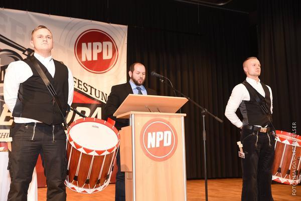 Der NPD-Politiker Stefan Jagsch spricht im November 2018 auf einem Parteitag in Büdingen