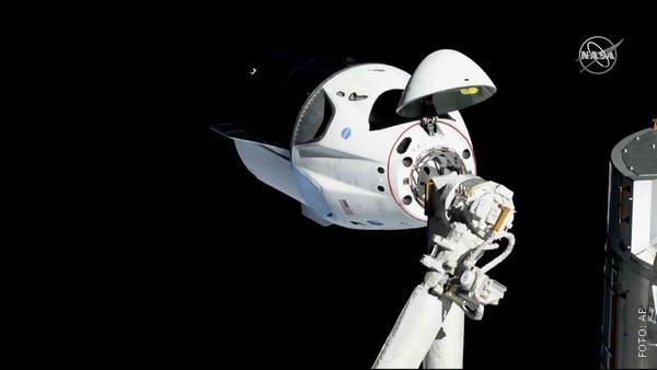 Raumkapsel an der ISS