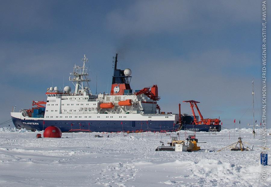 Die Polarstern bei einer Arktis-Expedition vor zwei Jahren.